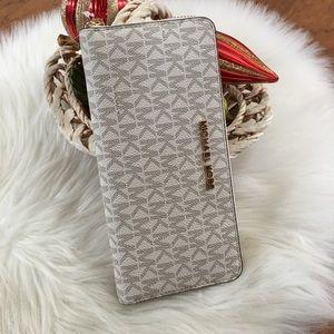 Michale Kors LG continental zip around wallet